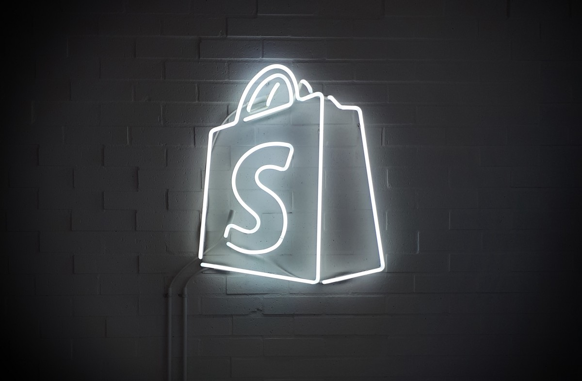 Apply for a Shopify Internship to Learn More About E-Commerce